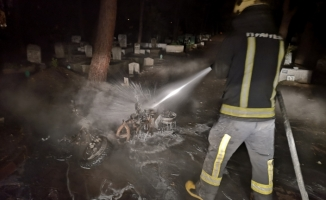 Mezarlıkta yaktılar!