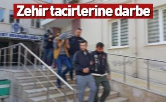 Narkotik polisi 5 zehir tacirini 11 bin lira ile yakaladı