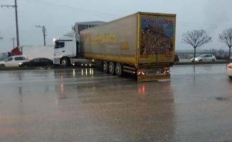 Bursa'da yağmurla gelen kazalar: 8 yaralı