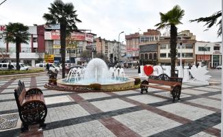 İnegöl Belediye Meydanı Yeni Yüzüyle Hizmete Girdi