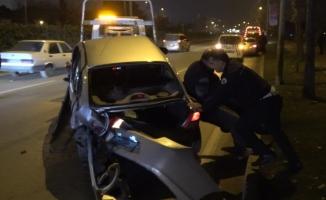 Polis trafiği açmak için takla atan aracı çekiciye böyle yükledi