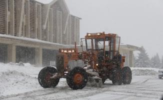 Uludağ'da 2 gündür yağan tipi şeklinde kar hayatı felç etti