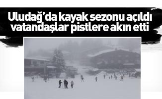 Uludağ'da kayak sezonu açıldı, vatandaşlar pistlere akın etti