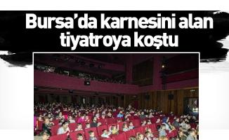Bursa'da karnesini alan tiyatroya koştu