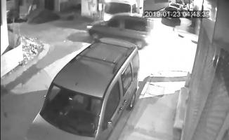 (Özel) Sokak arasında devrilen kamyonet kamerada