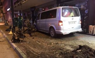 (Özel) Trafik polisine vurmaya çalışan alkollü sürücüyü vatandaşlar linç etmek istedi