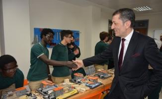 Bakan Selçuk, 59 ülkeden gelen öğrencilerle Bursa'da buluştu