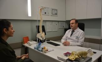 """Doç. Dr. Yiğitkanlı: """"Omurga tümörü enfeksiyonla karıştırılmamalı"""""""