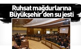 Ruhsat mağdurlarına Büyükşehir'den su jesti