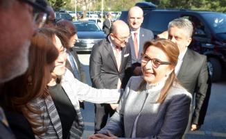 Bakan Pekcan, Bursa'da sanayici ve iş adamlarıyla bir araya geldi