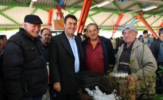 Dündar, kuş pazarını gezdi