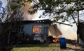 İnegöl'de 2 ev alev alev yandı