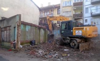 Osmangazi metruk binalardan temizleniyor