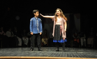 Tiyatro Okulu'nda prömiyer heyecanı