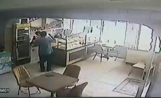 Baklavacıdan para çalan hırsız güvenlik kamerasına yakalandı