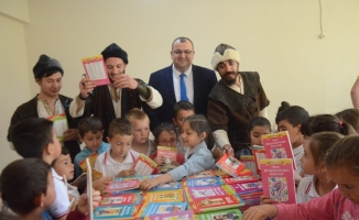 Balıkesir'de köy okulu kütüphaneye kavuştu