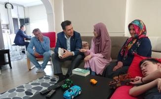 Bursa Milletvekili'nden, hayatını Serebral Palsi hastası kardeşine adayan 'küçükanne'ye ziyaret