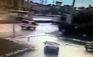 Bursa'da işçi servisinin devrildiği kaza anı kamerada