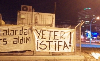 Bursaspor'da taraftarlardan pankartlı protesto