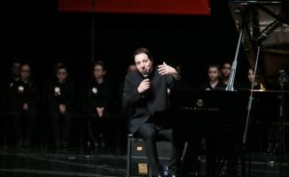 Dünyaca ünlü piyanist Fazıl Say Bursa'da öğrencilerle sahne aldı