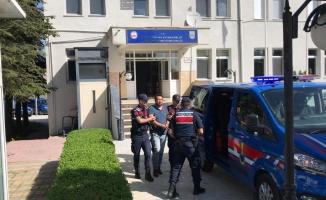 Jandarma suç makinesini pencereden kaçarken yakaladı