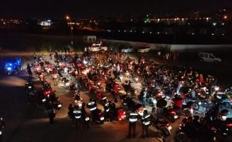 Motosiklet tutkunlarından 19 Mayıs fener alayı