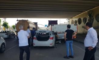 Otomobil yol kenarına park etmiş tıra arkadan çarptı: 3 yaralı