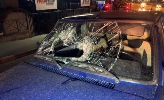 (Özel) Gece yürüyüşüne çıkan gence otomobil çarptı