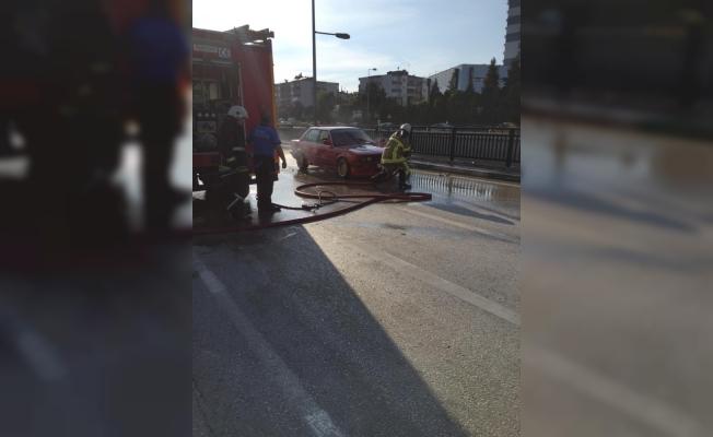 Seyir halinde giden otomobil alev alev yandı