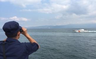 Bozulan tekneden denize atlamıştı bulunması için çalışmalar yeniden başladı