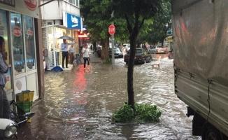 İnegöl'de yağmur hayatı felç etti