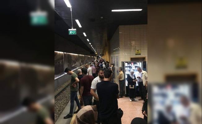 Bursa'da metro istasyonuna yıldırım düştü!