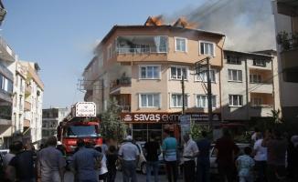 Çatı yangını mahalleyi ayağa kaldırdı