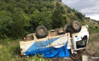 Karpuz yüklü kamyonet devrildi 2 yaralı
