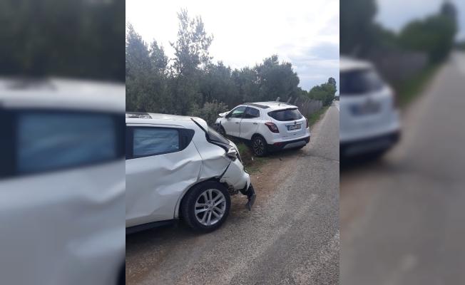 Lüks araçlar kavşakta çarpıştı: 3 yaralı