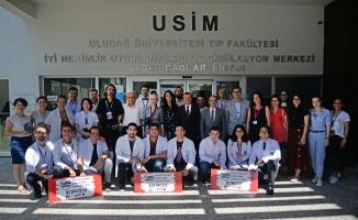 Türkiye'nin ilk medikal simülasyon yarışmasını BUÜ'lü doktor adayları kazandı