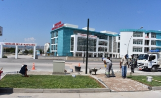 Yeni hastane önüne bas-geç trafik ışıkları monte ediliyor