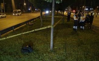 Üst geçidi kullanmayan yayaya otomobil çarptı... Çarpma sonucu 50 metre öteye fırlayan hayatını kaybetti
