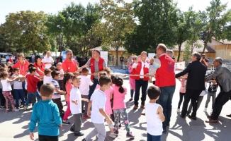 Anaokulu ve birinci sınıf öğrencilerine okulu sevdirecek etkinlikler yapıldı