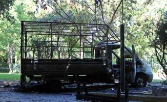 Antalya'da belediye işçilerini taşıyan kamyonet alev alev yandı