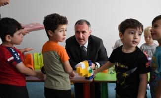 Başkan Taban miniklerle oyun oynadı