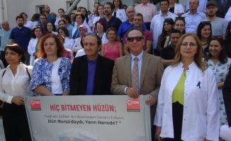Bıçaklanan doktora meslektaşlarından destek, şiddete tepki