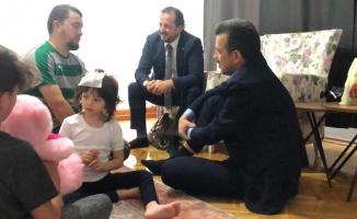 Bursalı vekillerden Minik Zeynep'e ziyaret