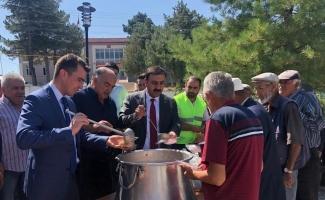 Çiçekdağı Belediyesi, 2 bin kişiye aşure dağıttı