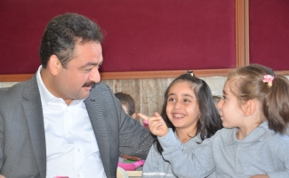 Elbistan Belediyesi'nden 3 bin öğrenciye eğitim seti hediyesi