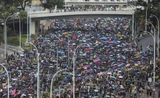 Hong Konglu protestocular İngiltere'den yardım istedi