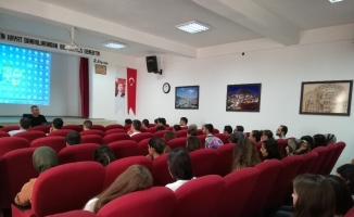 İlçe milli eğitim müdürü aday öğretmenlere seminer verdi
