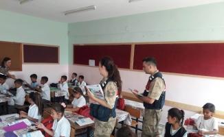 Jandarma'dan öğrencilere dergi