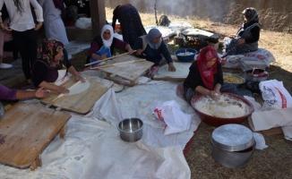 Kadınların 'imece' usulü kış hazırlığı telaşı