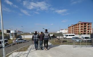 Kars'ta işyeri hırsızı yakayı ele verdi